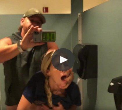 Medicinska sestra se jebe u bolničkom wc-u